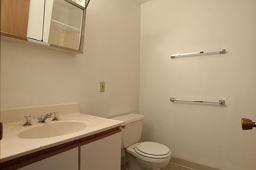 645slucasbathroom1_500