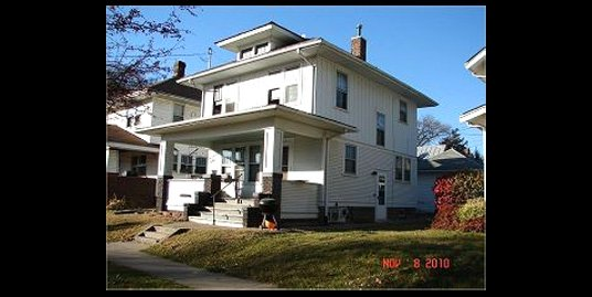 706 E. Jefferson St. – 4 Bed, 2 Bath – Iowa City