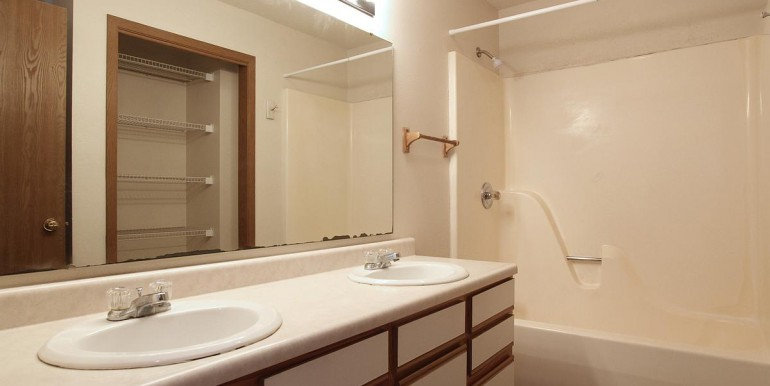 727orchardstbathroom_1200